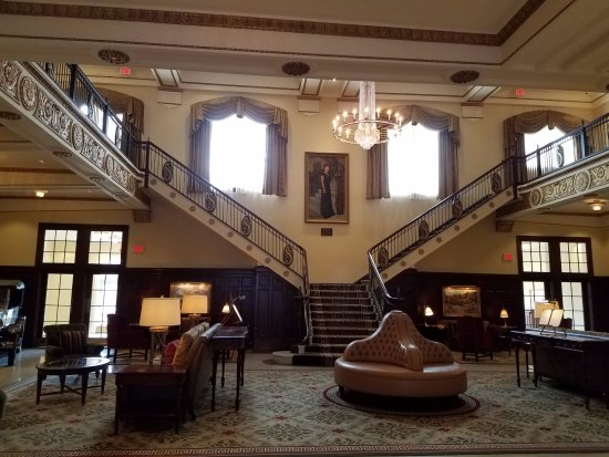 Big Spring, TX: lobby from front entrance