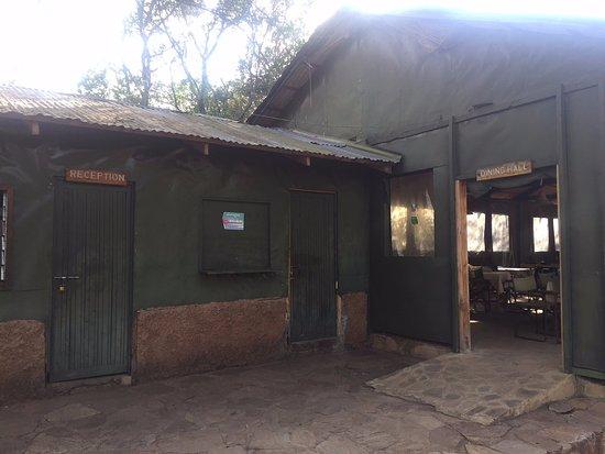 Mara Springs Safari Camp: Recepción y entrada a comedor