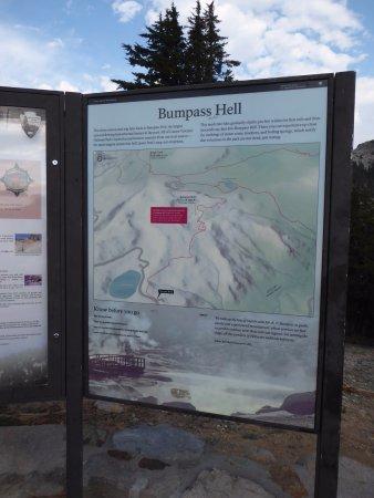Mineral, كاليفورنيا: Bumpass Hell Trail Sign