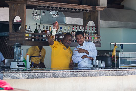 CocoLaPalm Resort: Jamaicans know how to make you relax and have a great time. They do FUN very well!
