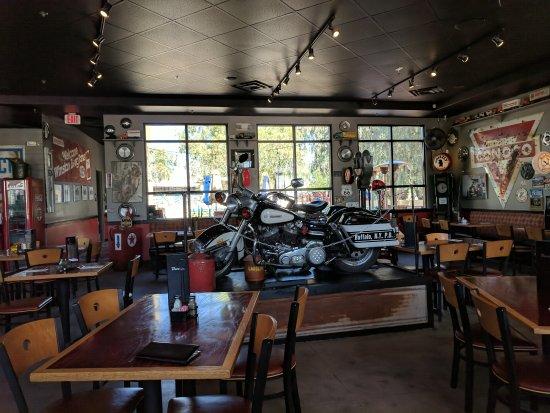 Peoria, AZ: Slicks Garage Bar & Eats