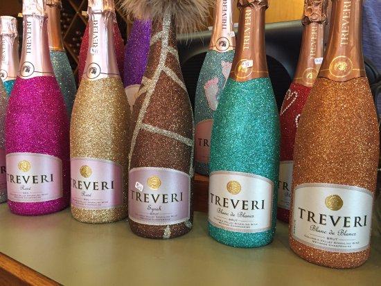Wapato, WA: Glittery bottles!