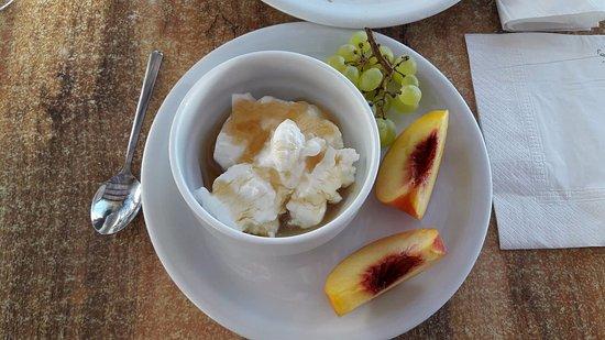 Santa Maria Village: Excelente hotel na melhor ilha!O melhor iogurte da viagem inteira!