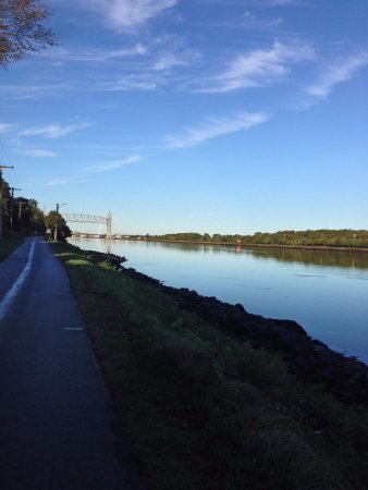 The Cape Cod Canal Bikeway : Early fall morning walking the capecod canal