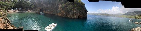 Kumluca, Turkiet: Denizi harika adeta balıklarla yüzüyorsunuz.Sağındaki tepeye çadırınızı kurup muhteşem manzara y
