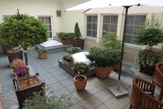 Marrol's Boutique Hotel Bratislava: Garden view from the garden apartment suite