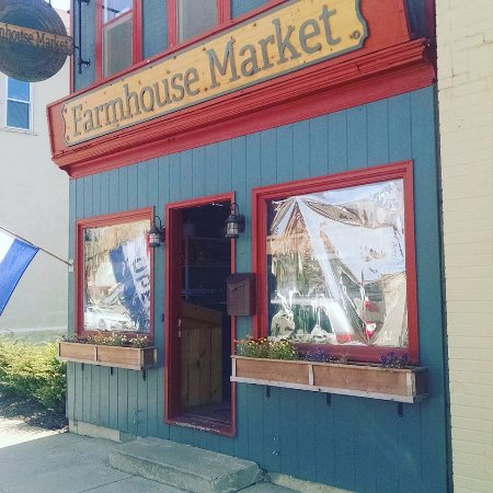 New Prague, MN: Farmhouse Market is located in an 1890s building with an adorable storefront.
