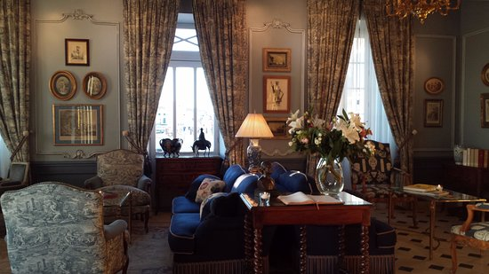 Hotel de Toiras: Entrance lounge