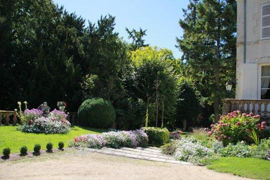 Tavers, France : Vue de l'entrée au château