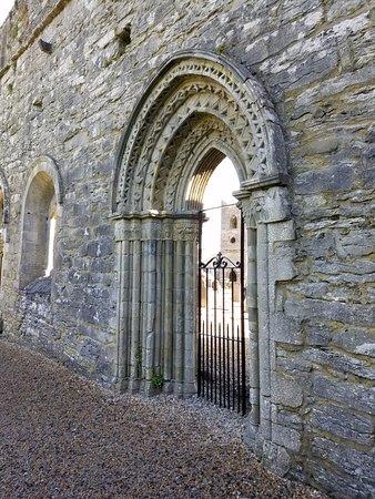 Cong, Ireland: Doorway to the cemetary