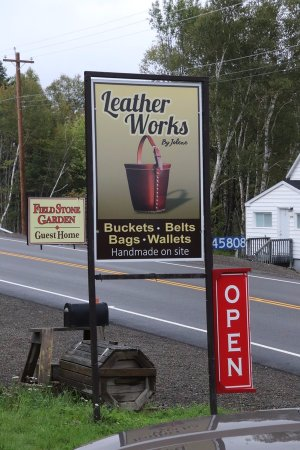 Indian Brook, Kanada: Leather Works by Jolene