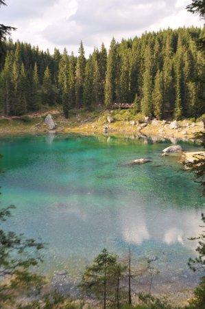 Lago di Carezza, un vero spettacolo della natura, colori meravigliosi......