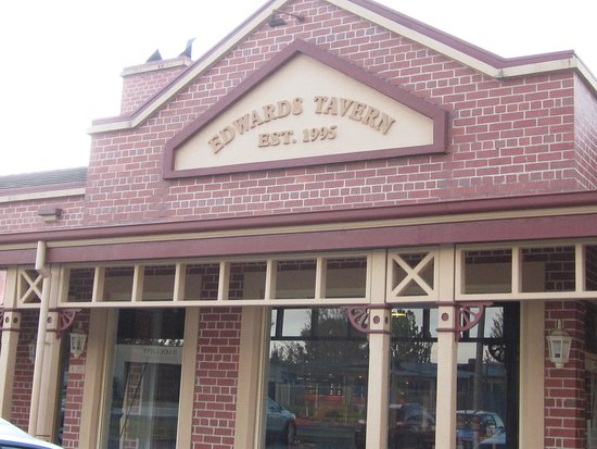 Wodonga, Australien: In front of Edward's Tavern