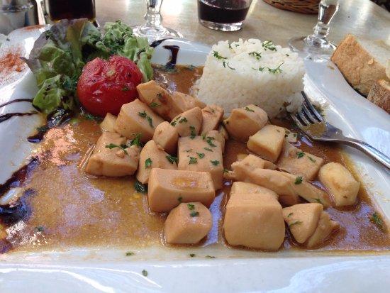 Ceret, Γαλλία: Calamars en sauce et riz blanc