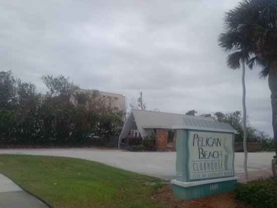Satellite Beach, FL: A clubhouse is available to rent for more formal events.