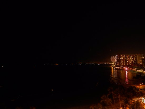 Friday Night Fireworks at Hilton Hawaiian Village Waikiki Beach Resort: Yes you can see them from the Marriott but it's better to be close