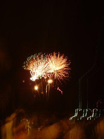 Friday Night Fireworks at Hilton Hawaiian Village Waikiki Beach Resort: Firewaorks from Fort DeRussy Park