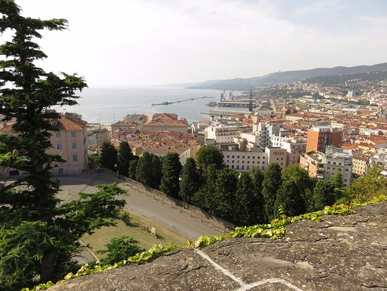 Castello di San Giusto : View of the city from the castle