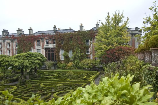 Bantry House & Garden: Bantry house with parterre