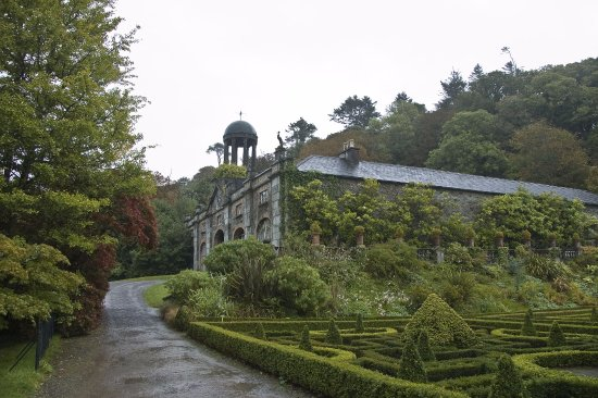 Bantry House & Garden: East stables at Bantry house