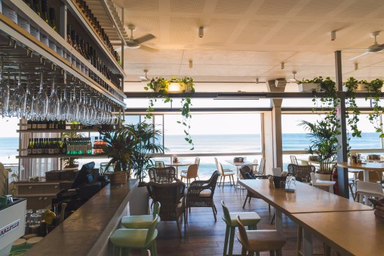 Beach House Avalon Our Refreshed Bar And Chill E Upstairs Grab A Drink Or