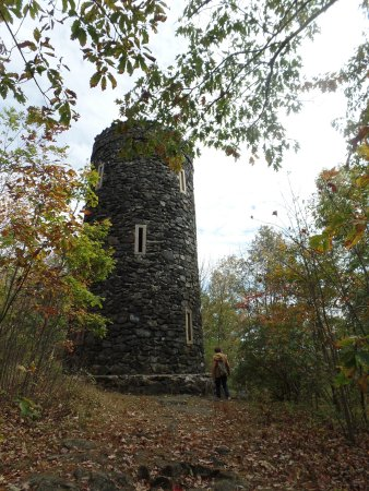 Litchfield, CT: Mount Tom Tower