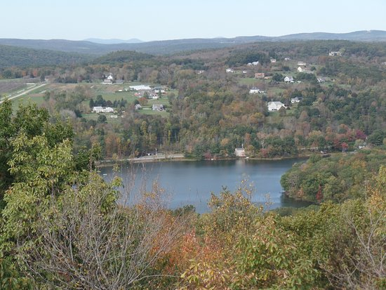 Litchfield, CT: The View from Mount Tom