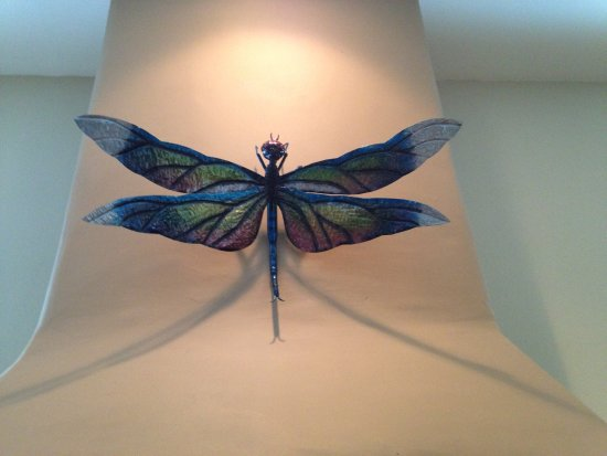 Rosarito, Mexiko: I took a photo of a dragonfly and asked if they could make me one.  I was amazed at their artist