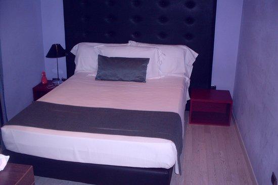 Pascucci Al Porticciolo Hotel: tiny but clean, efficient room