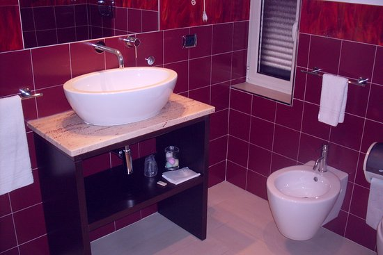 Pascucci Al Porticciolo Hotel: clean, modern fixtures