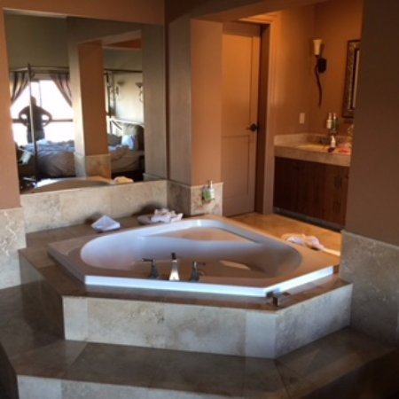 Cave B Inn & Spa Resort: Nice soaking tub
