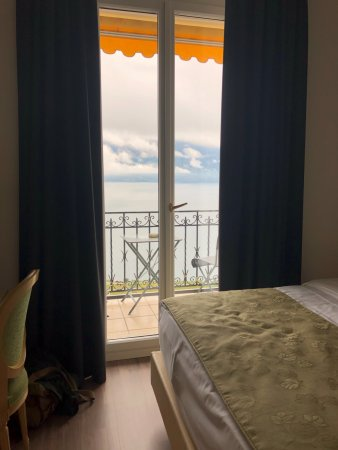 Chexbres, Ελβετία: View from our bedroom