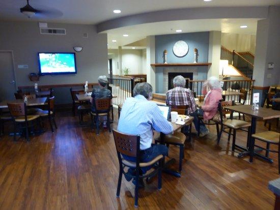 McKinleyville, Καλιφόρνια: Breakfast Area Off of Lobby