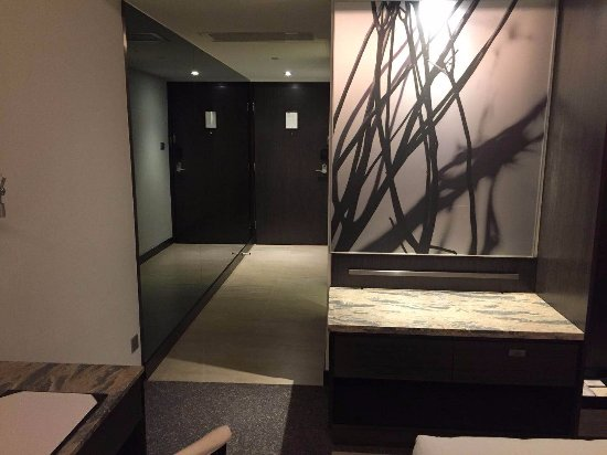 Gateway Hotel Hong Kong : 房間的設計是不錯,最愛咖啡機