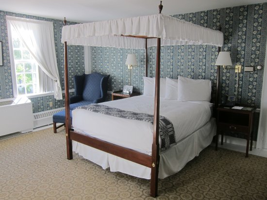 Old Sturbridge Inn & Reeder Family Lodges : My comfortable room in the Oliver Wight House.