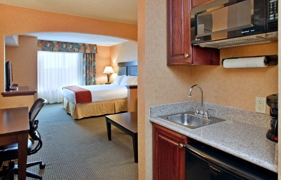 Holiday Inn Express & Suites Rolla: King Suite