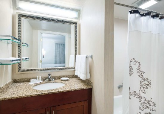 Pleasant Hill, CA: Two-Bedroom Suite Guest Bathroom