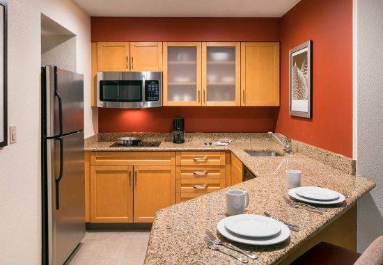 Pleasant Hill, CA: Suite Kitchen
