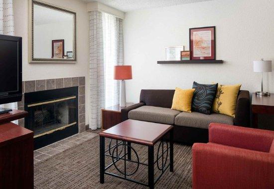 Pleasant Hill, CA: Studio Suite Living Room