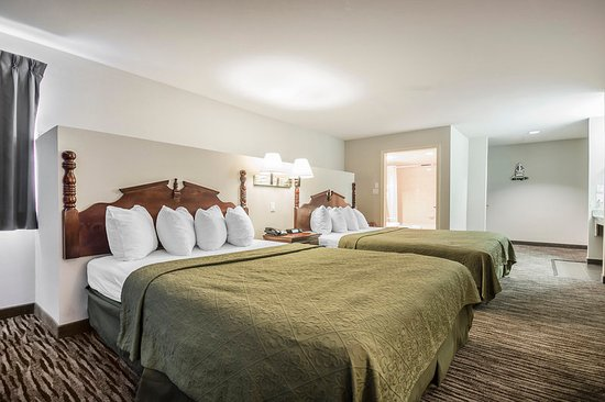 Quality Inn Kamloops: Guest room with queen beds