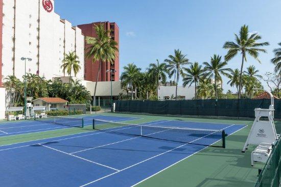 Sheraton Buganvilias Resort & Convention Center: Tennis Courts