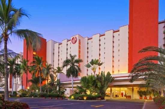 Sheraton Buganvilias Resort & Convention Center: Exterior entrance