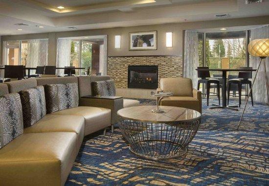 Lynnwood, WA: Lobby – Sitting Area