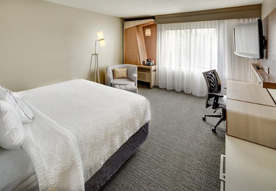 Earth City, MO: King Guest Room