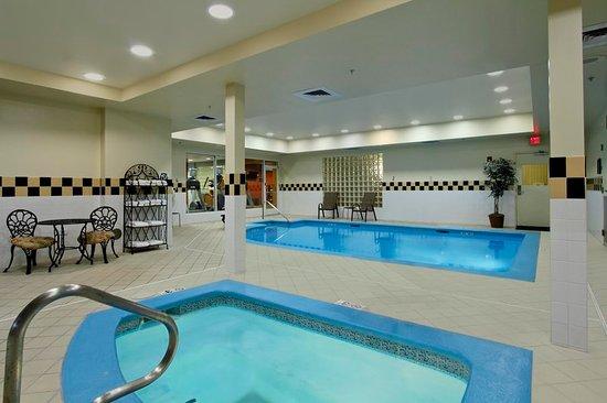 Hilton Garden Inn St. Charles: Pool