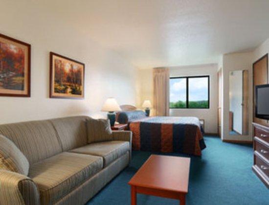 Sparta, WI: Standard King Bed Room