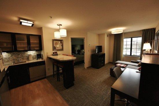 Λίβερπουλ, Νέα Υόρκη: Relax as if you were at home in our one or two bedroom suites.
