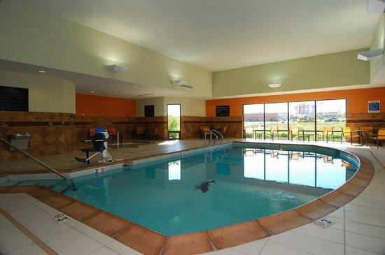Hampton Inn & Suites Tulsa / Catoosa:  Pool Area