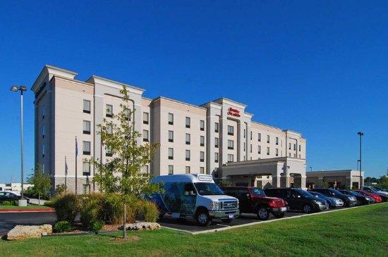 Hampton Inn & Suites Tulsa / Catoosa: Hotel Exterior
