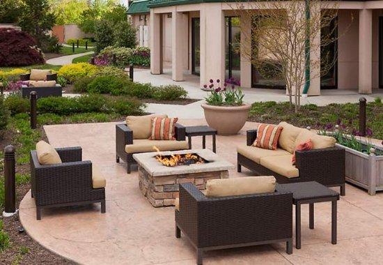 Somerset, NJ: Outdoor Courtyard
